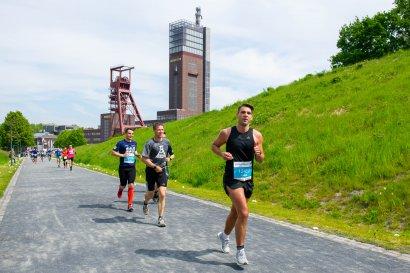 VIVAWEST-Marathon, zehn Tage Marathon-Feeling im Nordsternpark in Gelsenkirchen